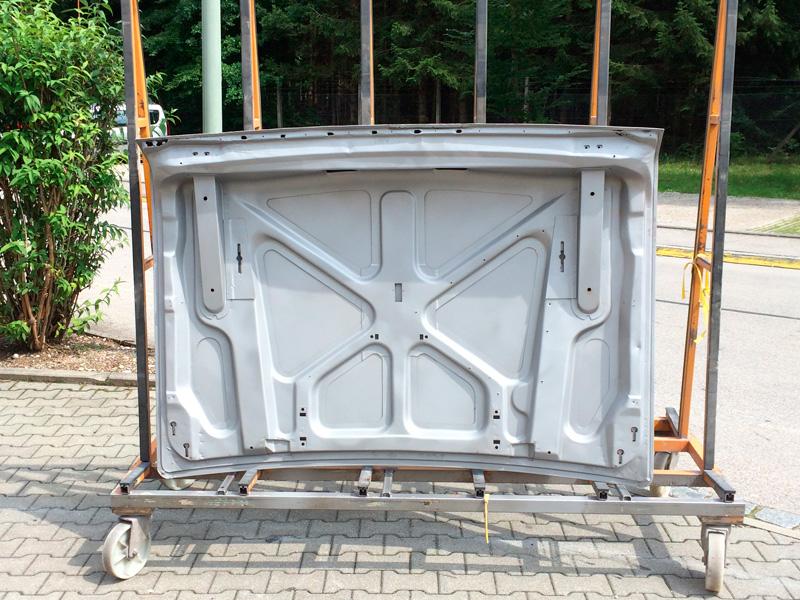 Kofferraumdeckel entlackt und verzugfrei gestrahlt