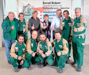 Das Team der Sandstrahlerei Bräuer in Hohenburnn bei München